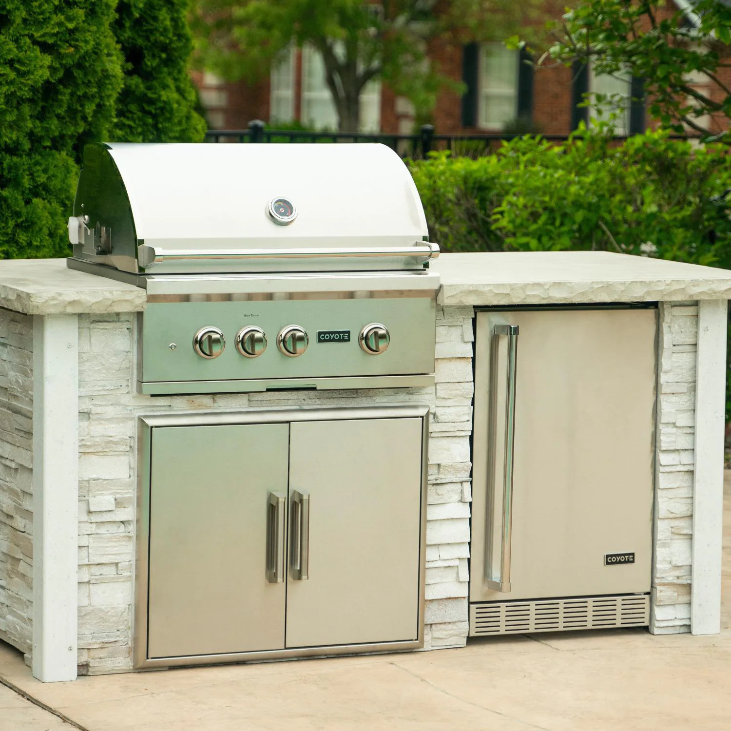 Coyote Ready-To-Assemble 6 Ft Outdoor Kitchen Island With 30-Inch S Series Propane Gas Grill - Stacked Stone/Modern White - RTAC-G6-P-SW-C2SL30LP